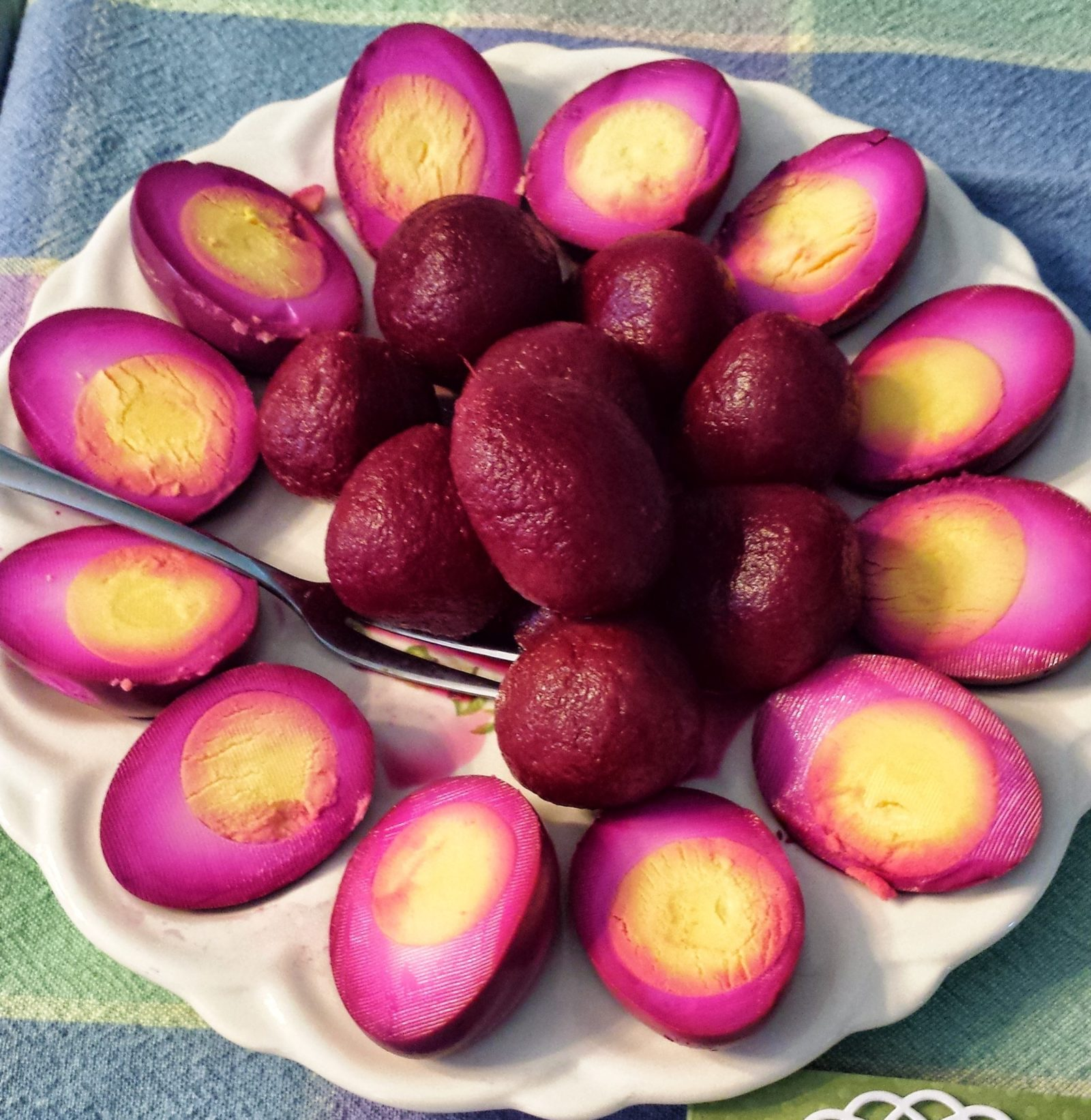 Pickled-Red-Beet-Eggs-On-Tray